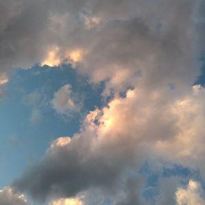 いつ見ても見飽きない空と雲雲の向こうに何かがいそうhttp://ikadamitake.com営業時間・4月〜12月 11〜17時  1月〜  3月 11〜16時金曜定休(祭日は営業)※むかし鳥、ばくだんは数に限りがございます。1個からお取り置き致します♪Tel.0428-85-8726#むかし鳥 #炭鳥ikada #ばくだん #mitake #tokyo #御岳 #御嶽駅 #御岳山 #御岳山ロックガーデン #武蔵御嶽神社 #御岳神社 #多摩川 #御岳渓谷 #東京アドベンチャーライン #御岳ランチ #奥多摩フィッシングセンター #奥多摩 #日原鍾乳洞 #okutama #バイク #ロードバイク #カヌー #カヤック #riversup  #デッドエンド #ペット可 #空と雲