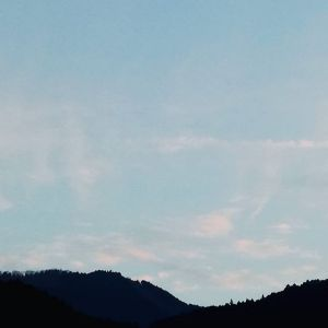 山の向こうの夕焼け雲皆さま今日も一日お疲れ様でしたhttp://ikadamitake.com 営業時間 1月から3月  11~16時4月から12月 11~17時金曜定休(祭日は営業)※むかし鳥、ばくだんは数に限りがございます。1個からお取り置き致します♪Tel.0428-85-8726#むかし鳥 #体験型 #炭鳥ikada #ばくだん #mitake #tokyo #御岳 #御岳山 #御岳山ロックガーデン #武蔵御嶽神社 #御岳神社 #多摩川 #御岳渓谷 #東京アドベンチャーライン #御岳ランチ #奥多摩フィッシングセンター #奥多摩 #日原鍾乳洞 #味玉 #串 #バイク #ロードバイク #カヌー #カヤック #リバーSUP #デッドエンド #ペット可 #夕焼け雲
