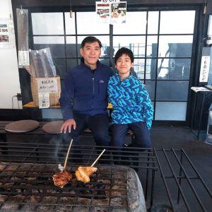 渋谷区からお越しの父子さんです#ロータスエリーゼ に乗って #奥多摩ドライブ にいらして、炭鳥ikadaでお昼ごはんにして下さいました🥚息子さんは小学校を卒業なさったばかりで、4月から中学生だそうですご卒業&ご入学おめでとうございます🤗ご来店ありがとうございましたhttp://ikadamitake.com営業時間・1月〜  3月 11〜16時4月〜12月 11〜17時金曜定休(祭日は営業)※むかし鳥、ばくだんは数に限りがございます。1個からお取り置き致します♪Tel.0428-85-8726#むかし鳥 #体験型 #炭鳥ikada #ばくだん #mitake #御岳 #御嶽駅 #御岳山 #御岳山ロックガーデン #武蔵御嶽神社 #御岳神社 #御岳渓谷 #東京アドベンチャーライン #御岳ランチ #奥多摩フィッシングセンター #奥多摩 #日原鍾乳洞 #青梅線五日市線の旅 #イマタマ #imatamagourmet #okutama #バイク #ロードバイク #カヌー #カヤック #riversup #デッドエンド #ペット可
