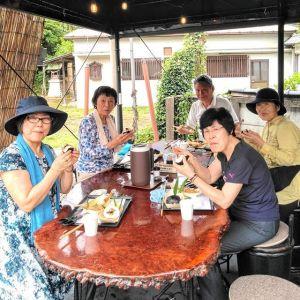 神奈川県相模原市からお越しの5名様ですお二人がリピーターの方で、今日は #健康麻雀 のお仲間が集まられて御岳山へ #レンゲショウマ を見に行かれた帰りに、お昼ごはんにお立ち寄り下さいました🤗🥚今年は長雨で梅雨が開けるのが遅かったため、レンゲショウマの開花も遅れがちでした。なので「まだまだ見頃が続きそうでしたよ」と、教えて頂きました毎度ご来店ありがとうございますhttp://ikadamitake.com営業時間・4月〜12月 11〜17時1月〜3月 11〜16時金曜定休(祭日は営業)※むかし鳥、ばくだんは数に限りがございます。1個からお取り置き致します♪Tel.0428-85-8726#むかし鳥 #体験型 #炭鳥ikada #ばくだん #mitake #御岳 #御嶽駅 #御岳山 #御岳山ロックガーデン #武蔵御嶽神社 #御岳神社 #御岳渓谷 #御岳ランチ #奥多摩フィッシングセンター #奥多摩 #日原鍾乳洞 #奥多摩湖 #バイク #ロードバイク #サイクリング #カヌー #カヤック #ラフティング #riversup #御岳ボルダー #ペット可 #健康マージャン