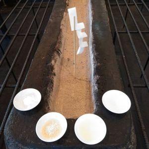 年末に炭炉の掃除をした後、炭炉にいらっしゃる神様にお供えをしました。塩、米、お酒、お水。炭炉が完成した際、武蔵御嶽神社の御師(神主)さんに火入れ式をして頂いた時に「神様がすぐ降りていらっしゃいました」と言って頂きました🤗炭炉の神様、今年も宜しくお願い致しますhttp://ikadamitake.com営業時間・1月〜3月 11〜16時4月〜12月 11〜17時金曜定休(祭日は営業)Tel.0428-85-8726#むかし鳥 #体験型 #炭鳥ikada #ばくだん #mitake #御岳 #御嶽駅 #御岳山 #御岳山ロックガーデン #武蔵御嶽神社 #御岳神社 #御岳渓谷 #御岳ランチ  #青梅ランチ #奥多摩フィッシングセンター #奥多摩 #奥多摩湖 #バイク #ロードバイク #サイクリング #カヌー #カヤック #ラフティング #riversup #御岳ボルダー #ペット可 #炭炉 #炭火