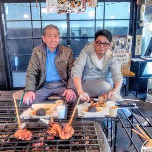 東大和市にお住まいの親子さんです昨年9月に放映された #テレビ東京 さんの #土曜スペシャル と、昨年11月末に放映された #日本テレビ さんの #ぶらり途中下車の旅 をご覧になって、お昼ごはんにお越し下さいました🥚むかし鳥を「懐かしい味がします」と、とてもお気に召して下さり良かったです🤗ご来店ありがとうございましたhttp://ikadamitake.com営業時間・1月〜3月 11〜16時4月〜12月 11〜17時金曜定休(祭日は営業)Tel.0428-85-8726#むかし鳥 #体験型 #炭鳥ikada #ばくだん #mitake #御岳 #御嶽駅 #御岳山 #御岳山ロックガーデン #武蔵御嶽神社 #御岳神社 #御岳渓谷 #御岳ランチ  #青梅ランチ #奥多摩フィッシングセンター #奥多摩 #奥多摩湖 #バイク #ロードバイク #サイクリング #カヌー #カヤック #ラフティング #riversup #御岳ボルダー #ペット可