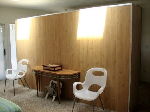 Room divider sheathed in laminate floooring