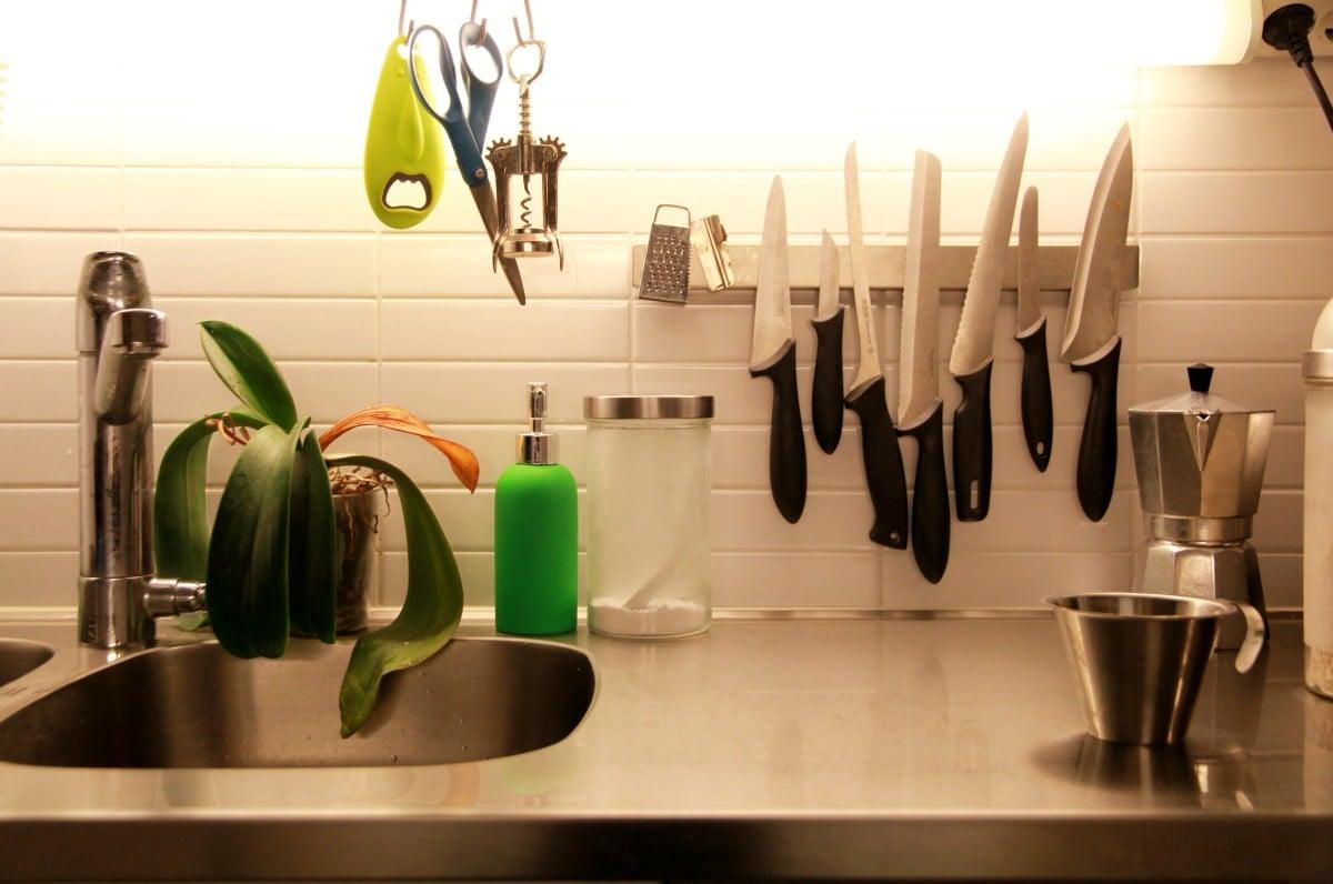 grundtal magnetic knife rack without screws ikea hackers. Black Bedroom Furniture Sets. Home Design Ideas
