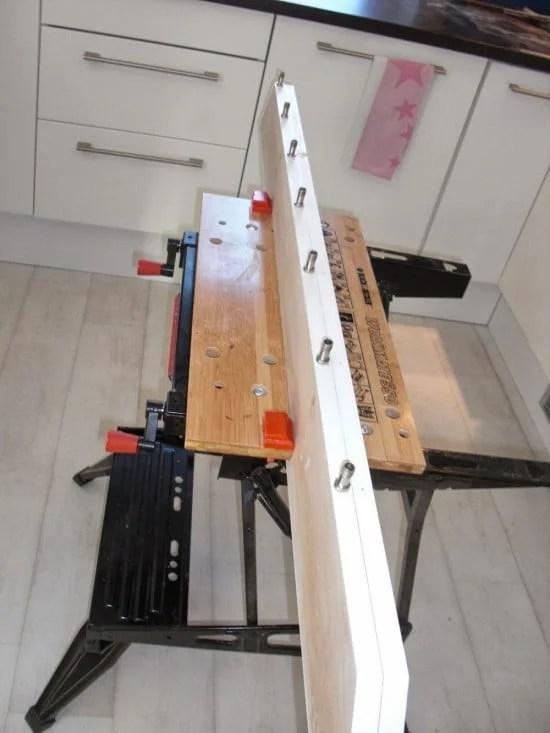 1 Bilderwand in der Küche aus MDF mit Lampen und ikea Vorhangseilen anbringen Halterung Seile