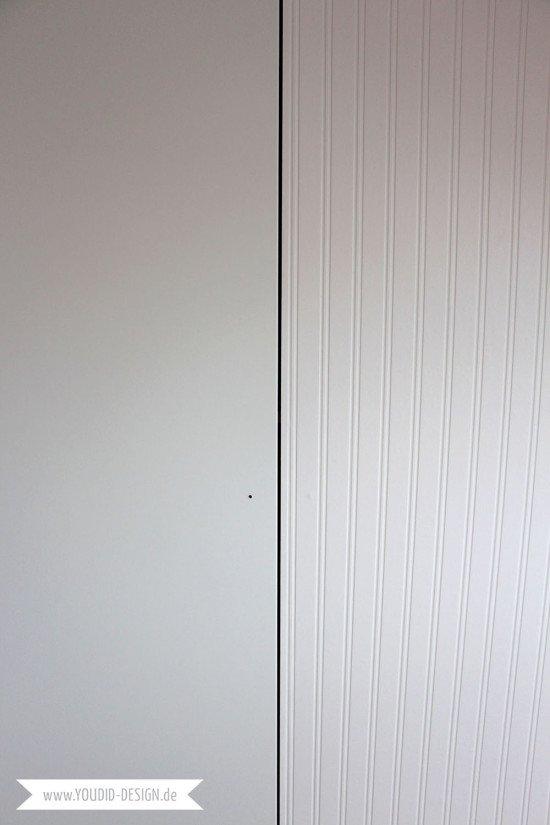 Vorher-nachher-Beadboard-Wallpaper-auf-IKEA-Kleiderschrank-kleben