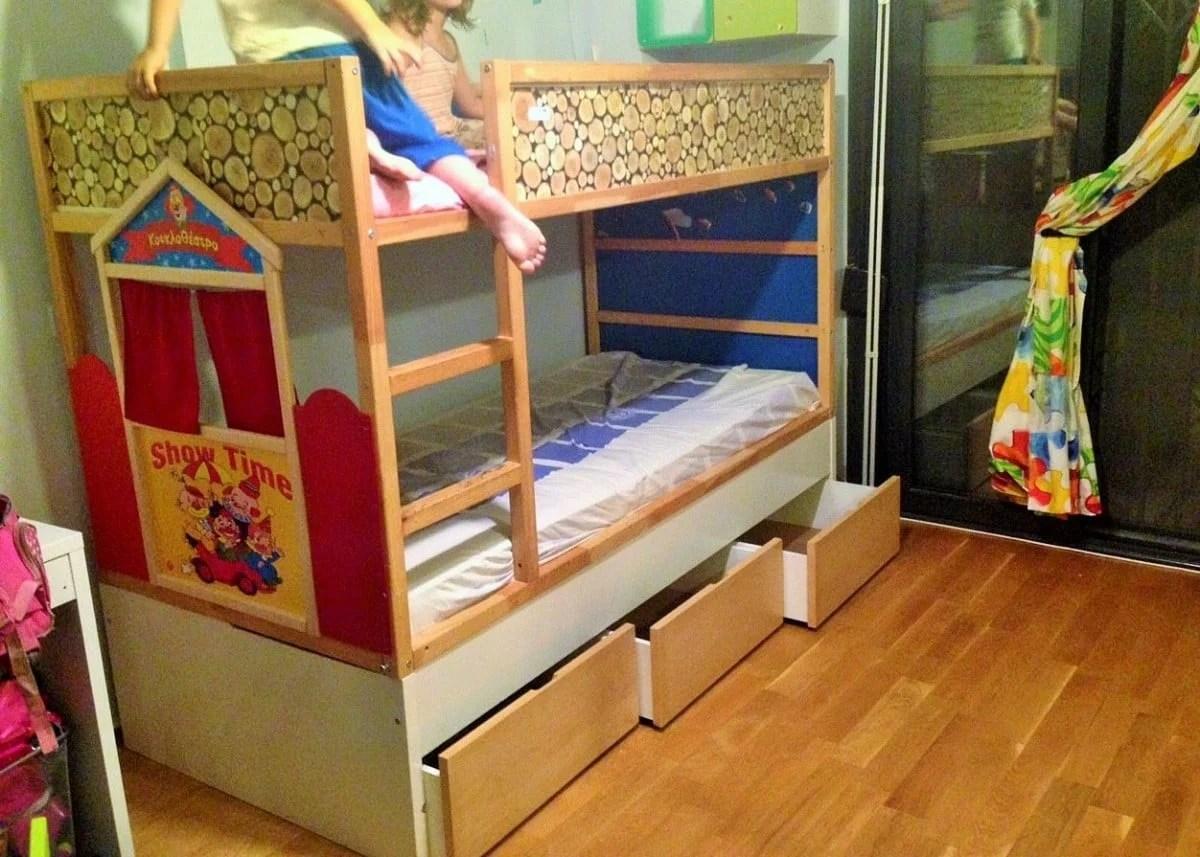 Kura Puppet Theatre Bed