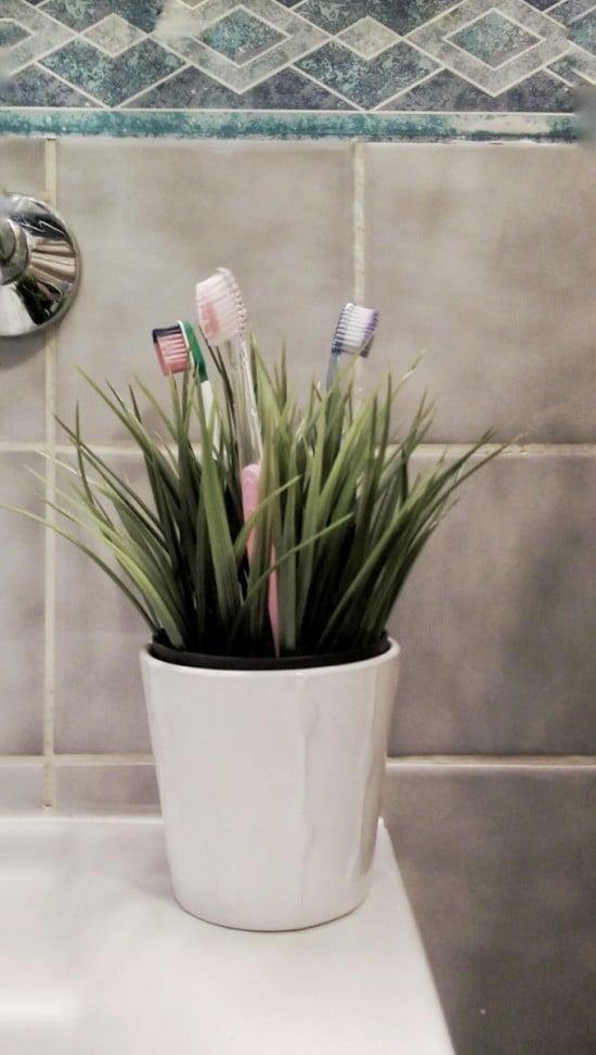 Fejka toothbrush holder | IKEA Hackers