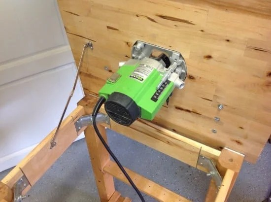 DIY router table -  bolt for the fine adjustment