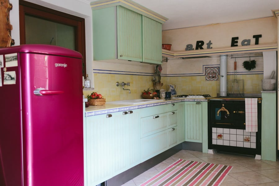 The IKEA Stat kitchen madeover into an Italian kitchen