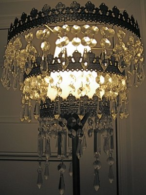 Be Bright Get One Of These Easy On The Pocket Chandeliers