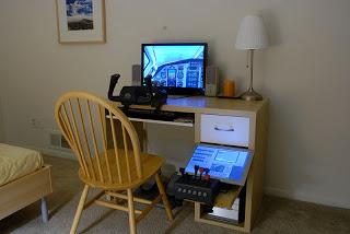 Ikea desk with flight simulator ikea hackers for Bedroom simulator ikea