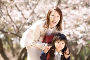 入学式の母親の髪型で人気なヘアのアレンジは?パーマやカールが人気?