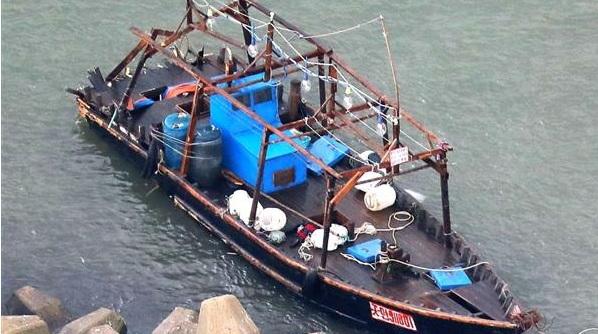 由利本荘市の本荘マリーナに着いた北朝鮮の船