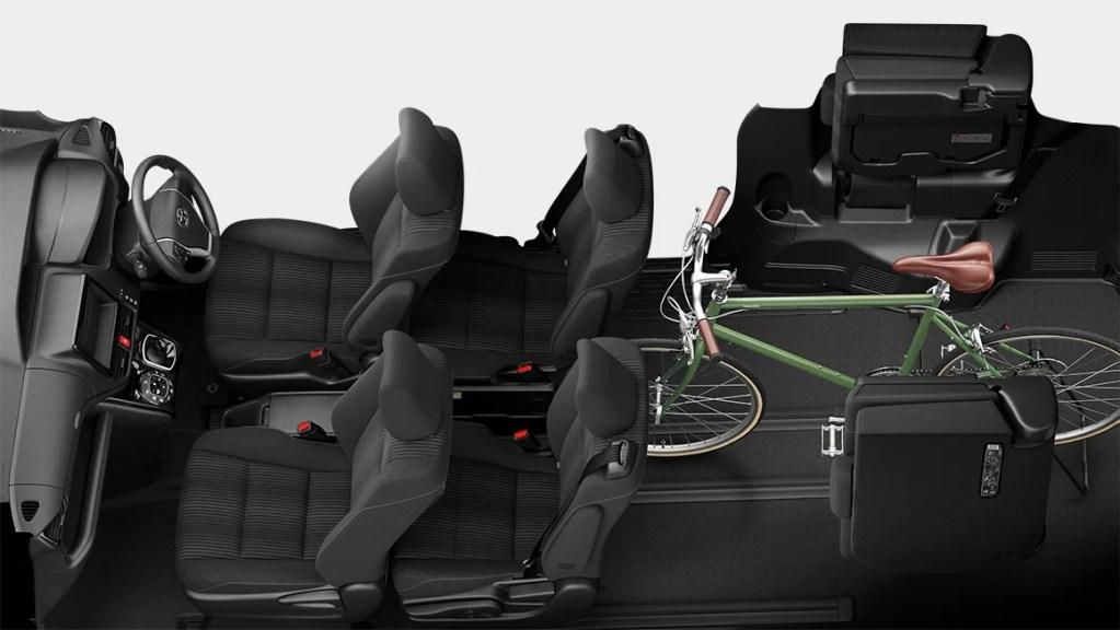 新型ヴォクシーの内装レビュー【後部座席・3列目シート・ラゲッジ編】ロングスライドシートが最強のシートアレンジと収まりのいい跳ね上げ式格納!