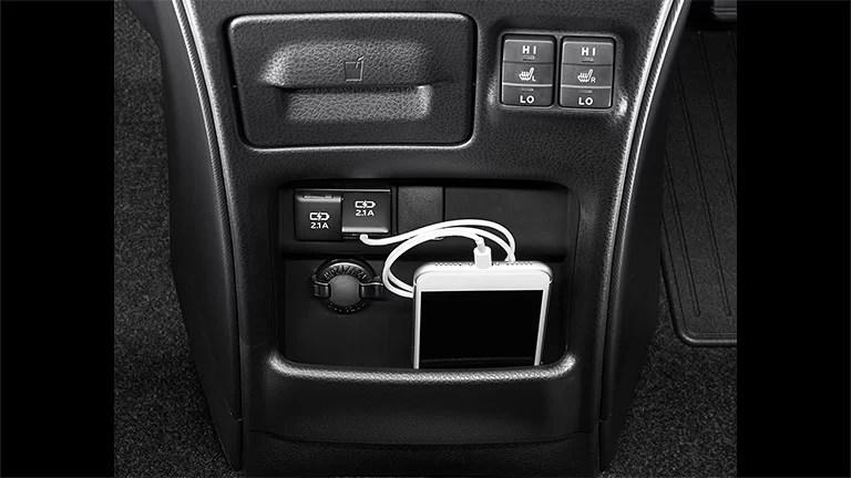 carlineup voxy interior comfort pic 06 - 【最新】新型ヴォクシーの内装レビュー!コックピット・インパネの使いやすさからグレード別装備の違いまで。室内空間の広さは半端ないよ!