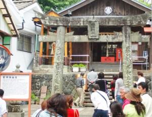 ファム(初めて訪れた人は驚く塞神社)