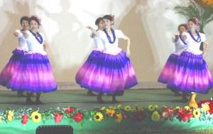 フラダンス(華やかなフラを見せた福岡のグループ)