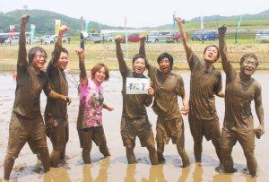 泥んこバレー(優勝した「松下」のメンバー)