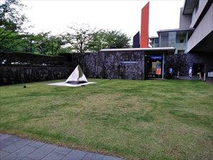 車椅子で行く国立近代美術館「福沢一郎展」