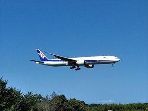 着陸寸前の旅客機をみる 成田さくら山公園 バリアフリー情報