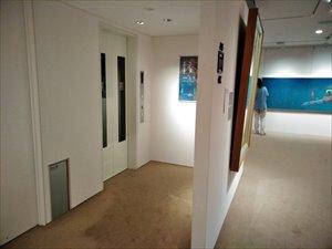 エレベーターは1基。障害者用トイレは1Fに1つ用意されます。