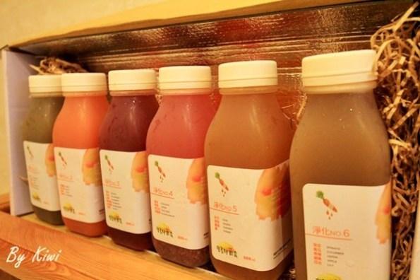 【輕食】營養師輕食冷壓蔬果汁淨化系列,上班族也可以搭調配好蔬果汁飲用,不擔心整日挨餓,一日讓腸胃休息。