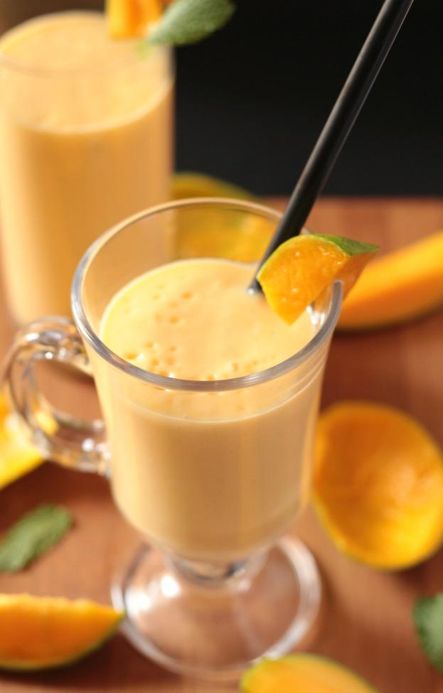 Thick Creamy Mango Milkshake | I Knead to Eat