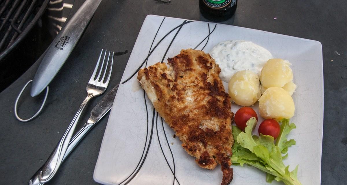 Panerad torsk på grillen