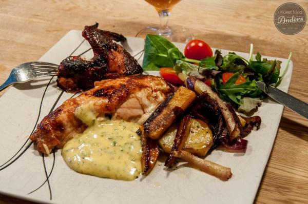 Rotisserie-grillad kyckling med ugnsrostade rotsaker och en chili/mango bea
