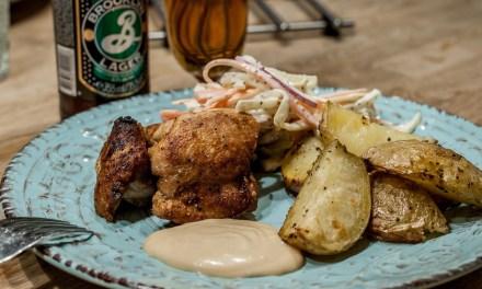 Soja- och honungsglaserad kycklinglårfilé med sojamajo och coleslaw