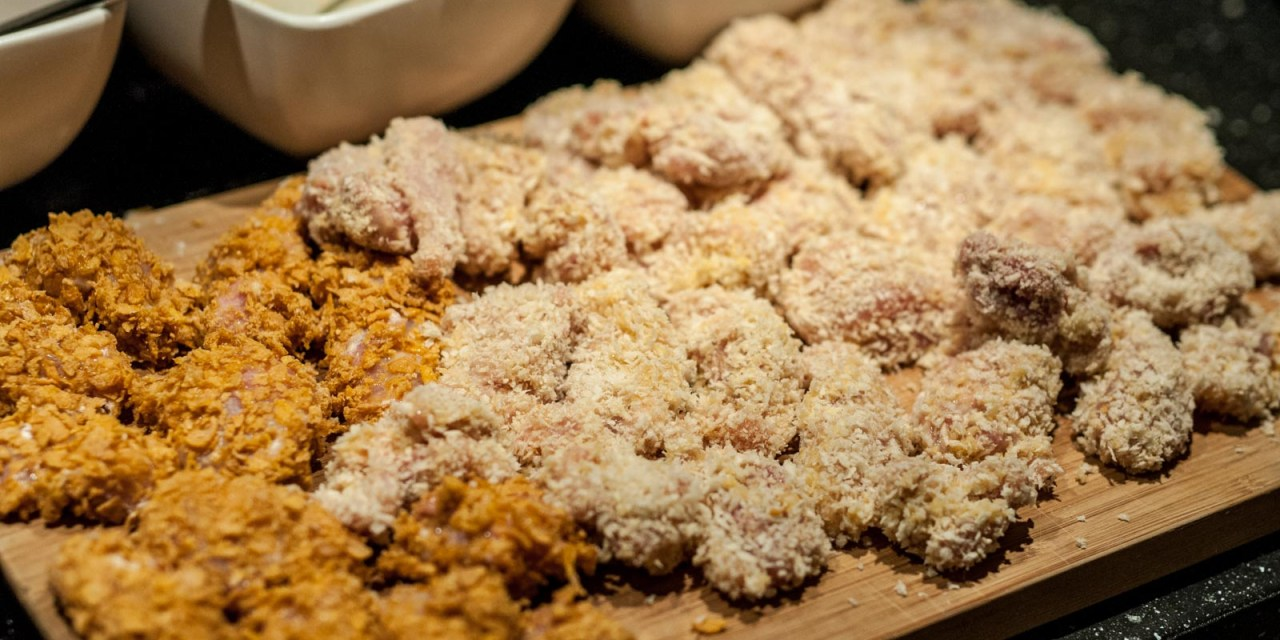 Chicken nuggets på två vis med äppelcurry dip och pommes