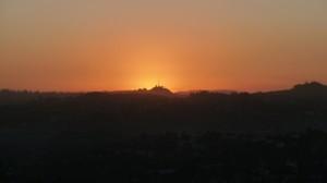 Le coucher de soleil le jour de l'équinoxe d'automne