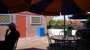 Déjeuner derrière la taverne de Moe