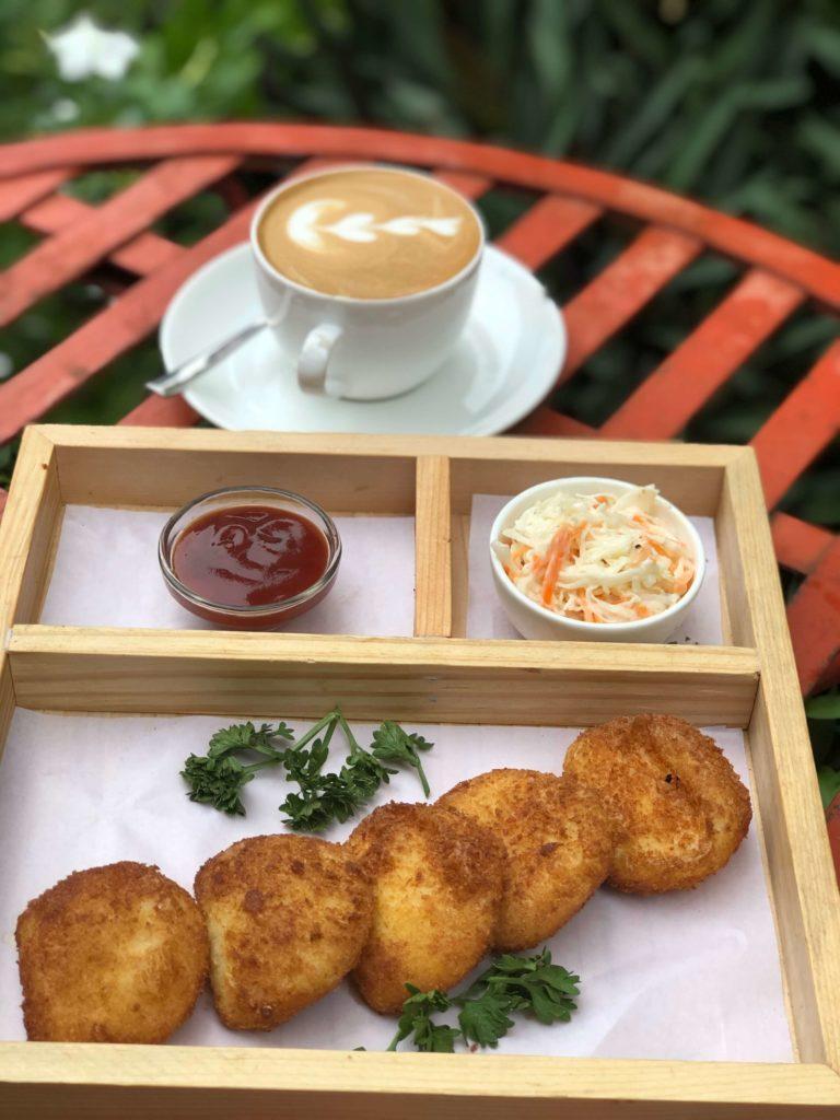 Caravela Cafe & Bistro