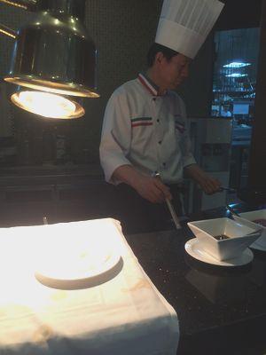 韓国ラマダソウルホテルの朝食コックさんが焼く目玉焼き