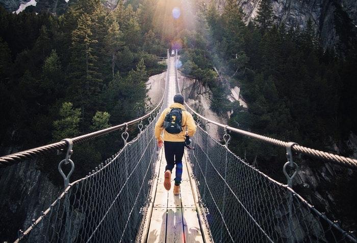 Waarom moest Jezus sterven aan het kruis - Jezus is de brug tussen God en de mens