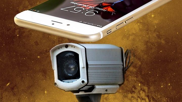 סמארטפון ישן ולידו מצלמת אבטחה.