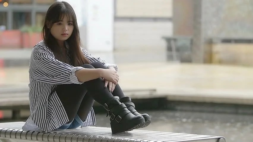 Lonely Little Girl Wallpapers Young Sad Girl Sitting Alone While Rain Falls Behind