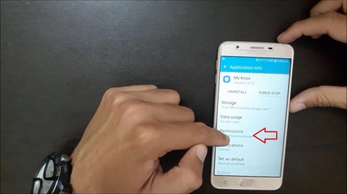 Samsung Galaxy J Series Mobiles tips and tricks - stop app notifications
