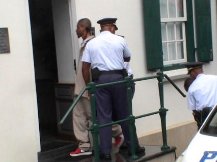 michael-thelma-king-murder-suspects-photos-april-9-2013-by-judith-roumou-st-maarten-news-online-14