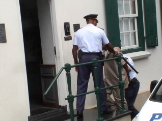 michael-thelma-king-murder-suspects-photos-april-9-2013-by-judith-roumou-st-maarten-news-online-15