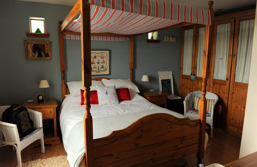 L'unica stanza del DRIFTWOOD bed&breakfast, direttamente sul lungomare di PENNAN