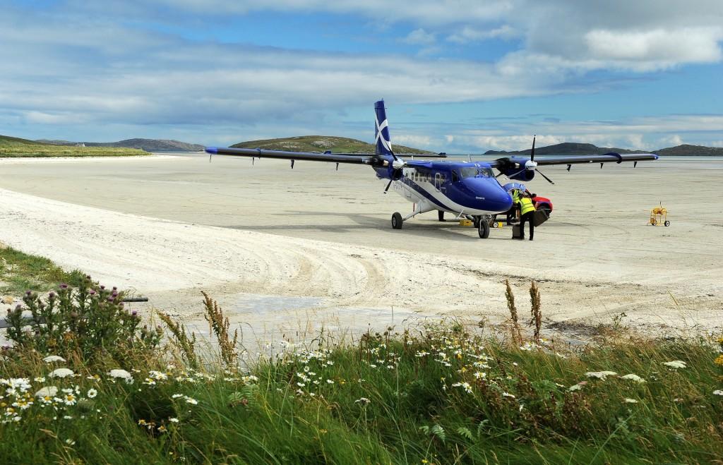 Il piccolo velivolo della FLYBE appena dopo l'atterraggio