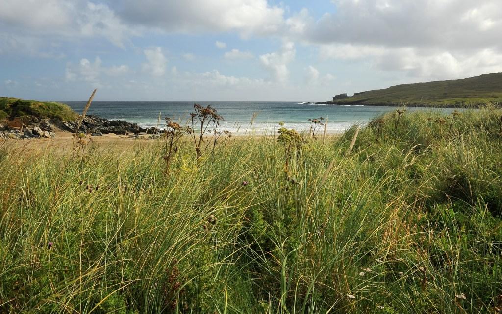 La baia di NORWICK vista attraverso la cornice delle sue splendide dune