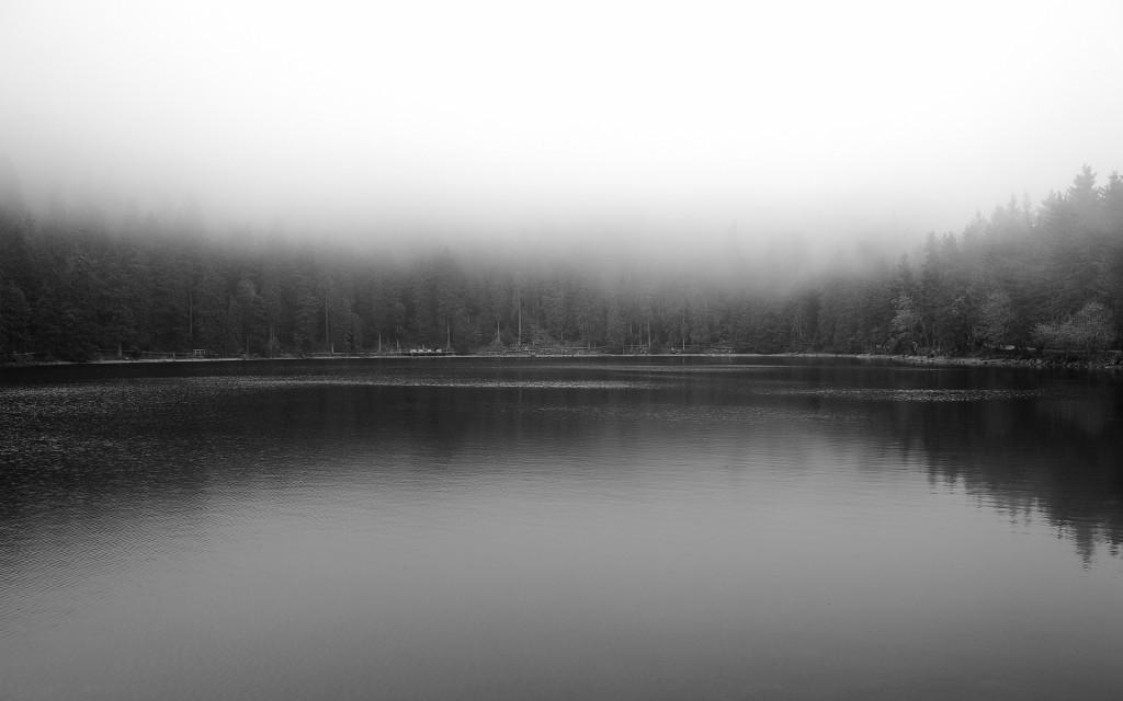 Il MUMMELSEE immerso in una coltre di nuvole basse