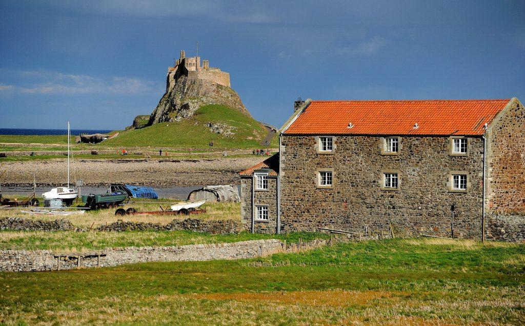 L'onnipresente sagoma del castello