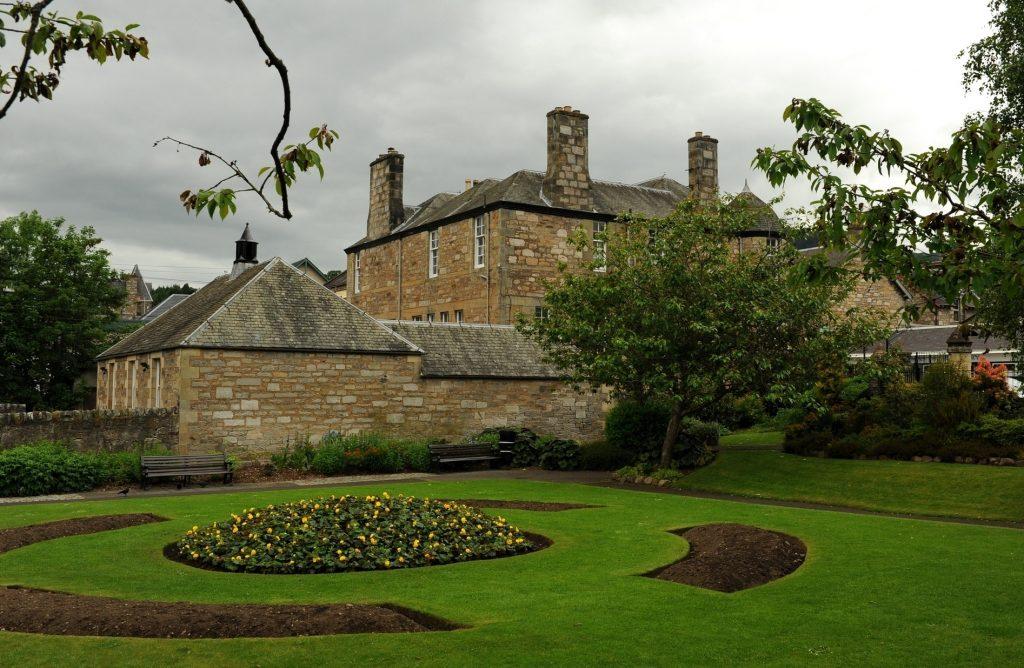 Uno scorcio di PITLOCHRY dai suoi piccoli giardini