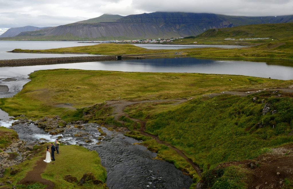 La vista sul fiordo dall'alto della cascata
