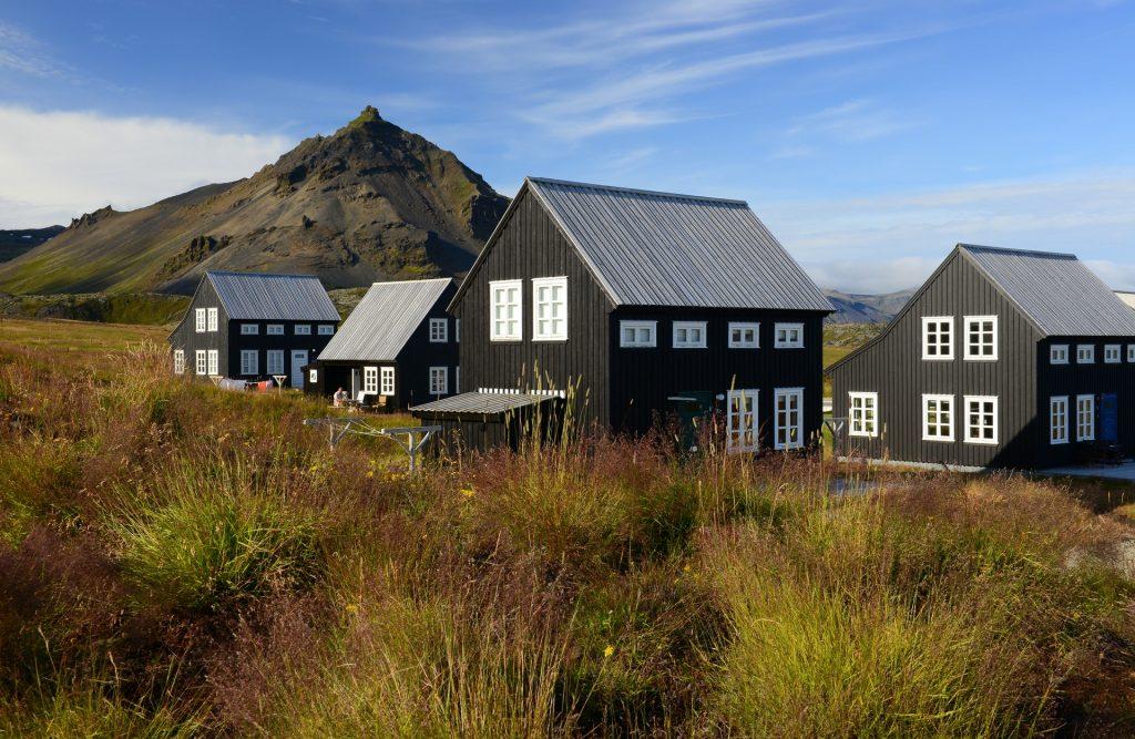 Tipiche case in legno nel villaggio di HELLNAR